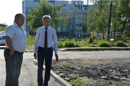 Глава администрации Чебоксарского района ознакомился с ходом ремонта дворовых территорий