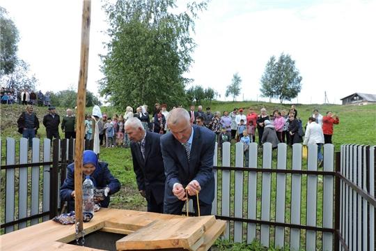 В деревне Онгапось открыли колодец-журавль