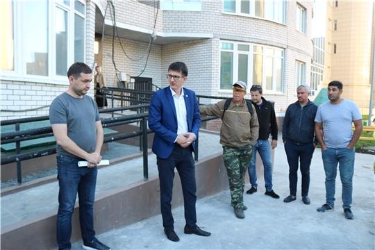 Первый заместитель министра Владимир Максимов встретился с долевиками жилого комплекса на площади Речников