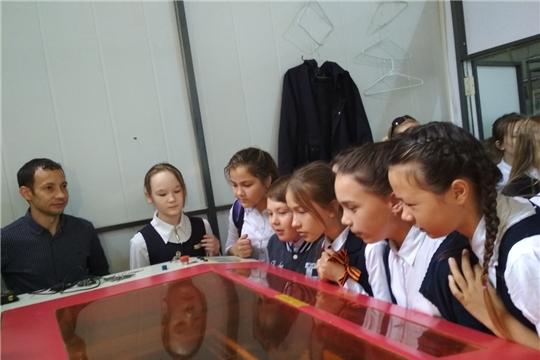 В рамках проведения дня предпринимательства проведена экскурсия для школьников в Центр молодежного инновационного творчества и в Центр прототипирования инновационных разработок в области машиностроения в Чувашской Республике