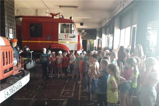 Алатырские огнеборцы напоминают школьникам о правилах безопасности во время летних каникул