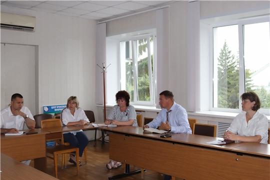 Глава администрации города Алатыря В.И. Степанов провёл рабочее совещание с представителями управляющих компаний