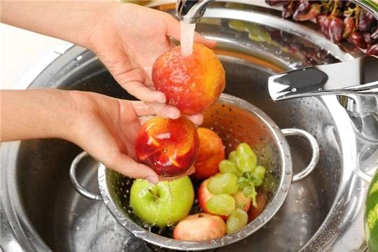 Моем овощи, фрукты и ягоды правильно