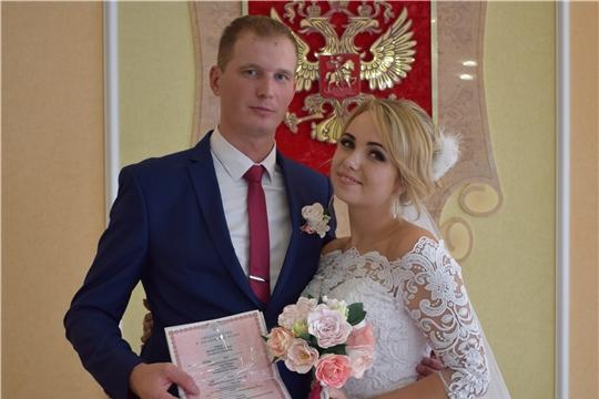 Во Дворце бракосочетания города Алатыря зарегистрирована «Сотая пара 2019 года»