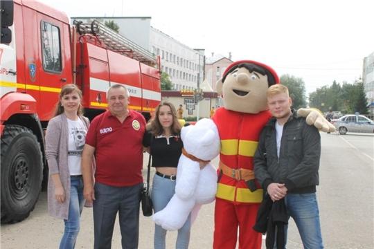 Огнеборцы Алатыря поздравили жителей с Днём города