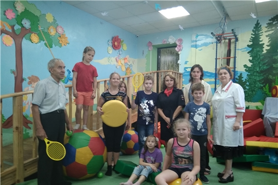 В преддверии Дня знаний представители МО МВД России «Алатырский» провели благотворительную акцию «Подари книгу детям»