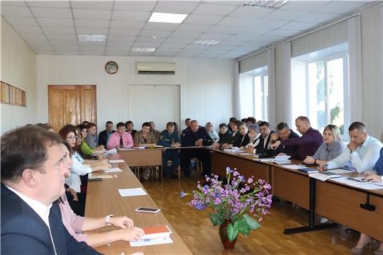 Актуальные вопросы рассмотрены в ходе ежемесячного итогового совещания в администрации города Алатыря