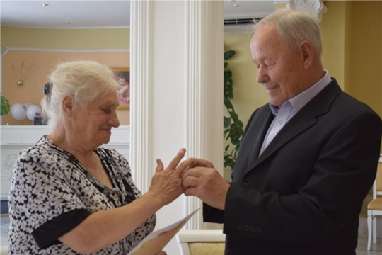 Супруги Власкины из Алатыря отметили «изумрудный» юбилей семейной жизни