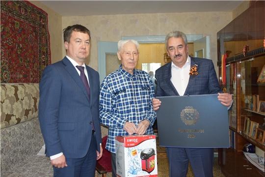 Ветерана Великой Отечественной войны Петра Теплова поздравили с Днем Победы