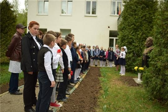 Чебоксарские школьники отдали дань памяти известному ученому, участнику Великой Отечественной войны Геннадию Шичко