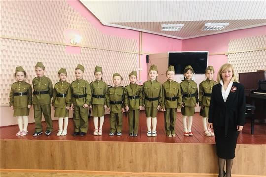 В чебоксарской школе искусств состоялся концерт для ветеранов педагогического труда, посвященный Дню Победы