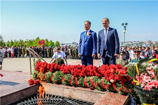 В День Победы в Чебоксарах возложили цветы к Вечному огню