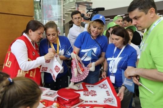 В рамках мероприятий благотворительной акции Первого канала «СТАНЬ ПЕРВЫМ!» во Дворце творчества состоялся круглый стол с одаренными детьми