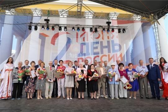 Еще 14 чебоксарцев награждены юбилейными медалями «В память о 550-летии города Чебоксары»