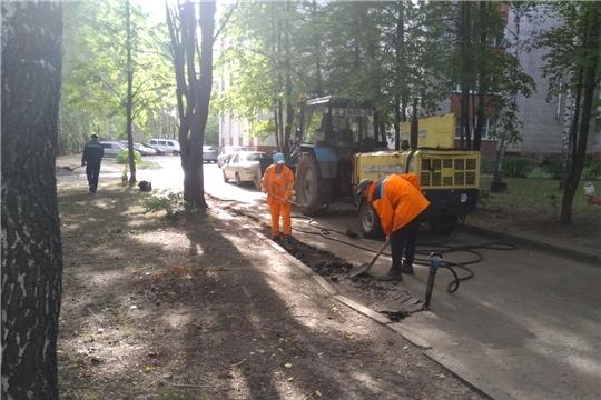 Благоустройство: в Ленинском районе г.Чебоксары продолжается ямочный ремонт дворовых проездов