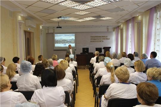 Вспоминаем историю города на Волге: Евгений Слепов провел встречу в Республиканской стоматологической поликлинике