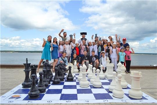 На Московской набережной прошел Первый городской фестиваль «Шахматы на Волге»