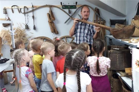 Воспитанники детских садов посетили музейный комплекс советского быта