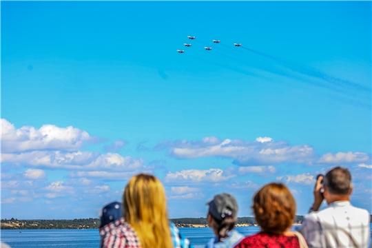 В небе над Чебоксарами прошли тренировочные полеты «Стрижей»