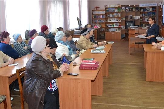 В Центральной библиотеке с членами клубов «Нептун» и «Оптимисты» прошло информзанятие «Смотри цифру»