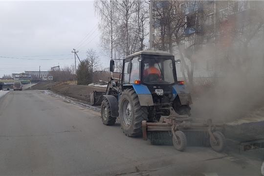 В городе Канаш продолжаются работы по весеннему благоустройству территории