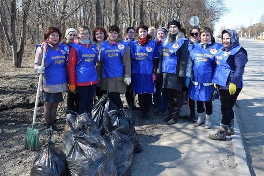Коллектив канашского КЦСОНа организовал генеральную уборку своей территории
