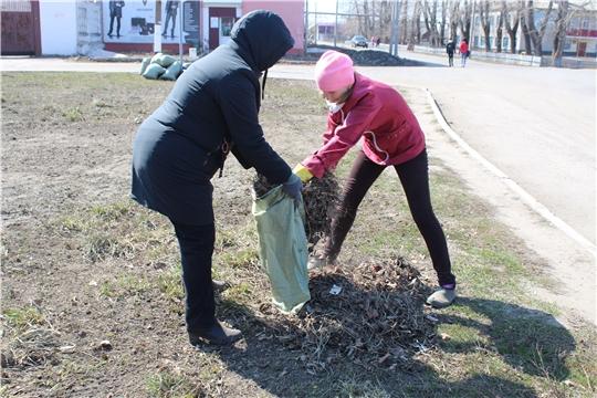 Сотрудники отдела ЗАГС приняли участие в экологическом субботнике