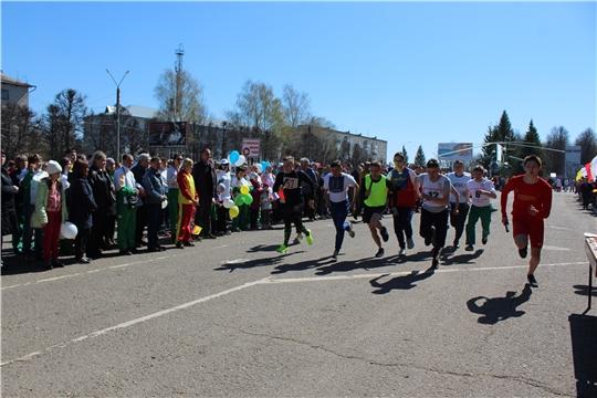 На центральной площади города состоялась 61-ая легкоатлетическая эстафета на призы газет «Канаш» и «Канаш ен»