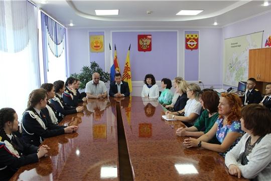 Глава администрации города Канаш Виталий Михайлов провел встречу с выпускниками лицея государственной службы и управления