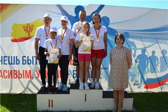 Семья Николаевых из города Канаш выигрывает соревнования по плаванию в рамках республиканского фестиваля «Спортивная семья» на призы Главы Чувашской Республики