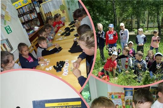В библиотеке семейного чтения состоялся творческий урок по изготовлению домашнего кукольного театра