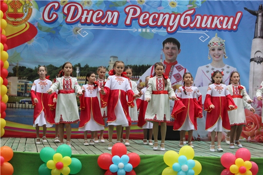 Канашцы широко празднуют День Республики