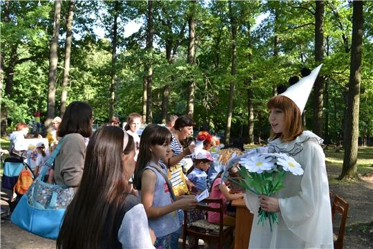 Познавательная игровая программа «Волшебная ромашка» порадовала юных жителей Канаша
