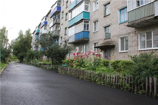 В городе Канаш продолжается работа по ремонту дворовых территорий многоквартирных домов и проездов к ним