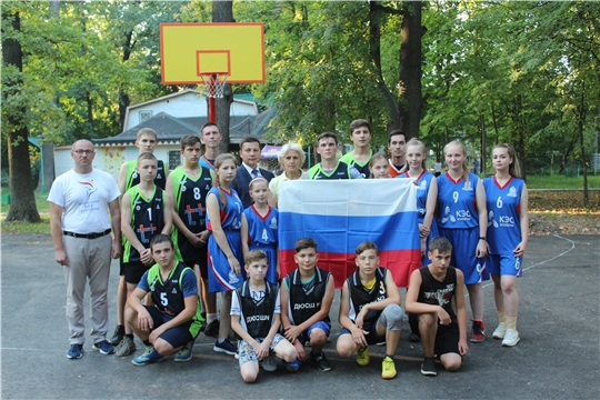В День государственного флага России любители спорта города Канаш обзавелись новой баскетбольной площадкой