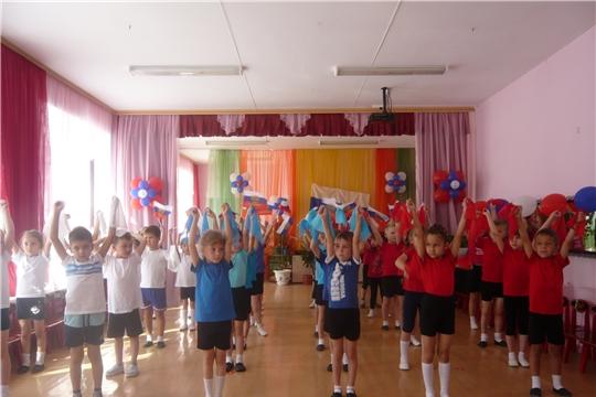 В образовательных учреждениях города Канаш прошли мероприятия, посвященные Дню флага