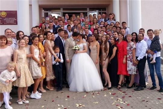 В городе Канаш в самом разгаре свадебная пора!