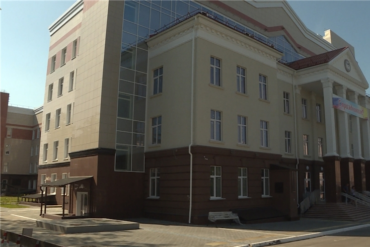 Председатель Правительства Чувашской Республики проинспектировал ход строительства многопрофильной поликлиники на проспекте Ленина.