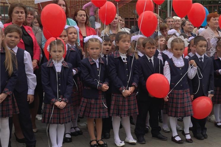 В городе Ядрин открылась начальная школа на 300 мест.