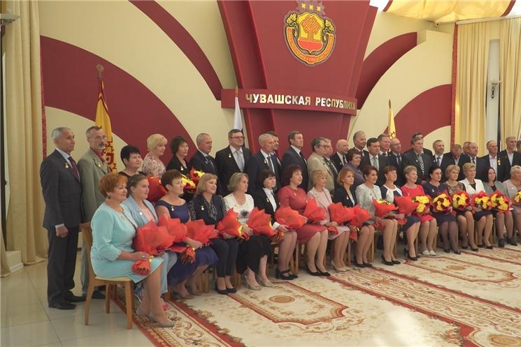 В канун 550-летия Чебоксар председатель Правительства Чувашской Республики Иван Моторин вручил государственные награды горожанам.