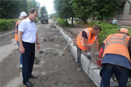 Глава администрации проинспектировал ход ремонтных работ дороги по улице Щорса