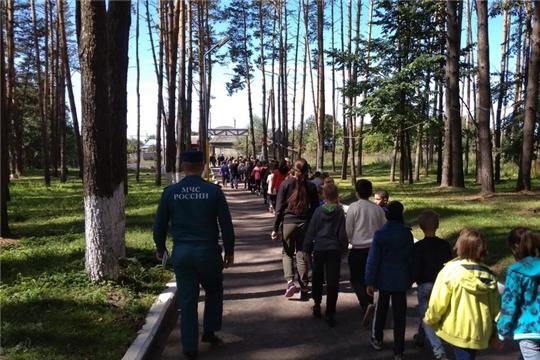 Отдыхающим в детском оздоровительно-образовательном лагере «Соснячок» напомнили о правилах безопасности