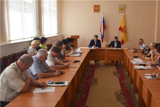 Глава администрации города Шумерля Алексей Григорьев представил депутатам информацию о реализации в муниципалитете национальных проектов