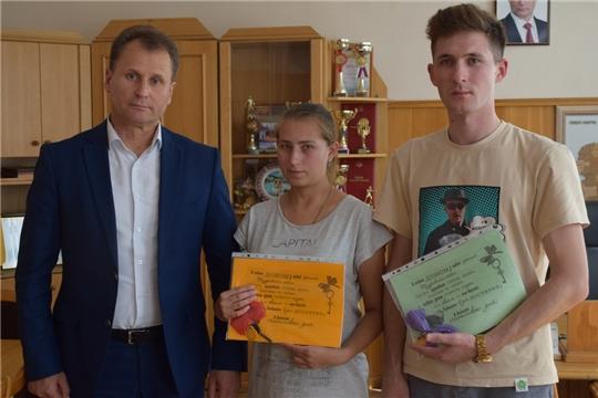 В Шумерле еще двоим детям-сиротам вручили ключи от новых квартир