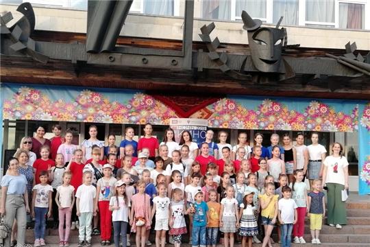 Торжественная линейка для участников народного хореографического коллектива «Блеск»