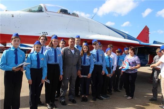 Встреча юных космонавтов отряда «Кондор» им. В.А. Соловьева с пилотажной группой «Стрижи»