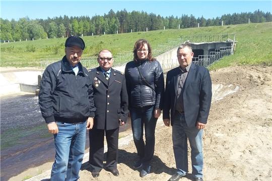 В Ибресинском районе проведен комиссионный послепаводковый осмотр гидротехнического сооружения, которое является источником водоснабжения населения