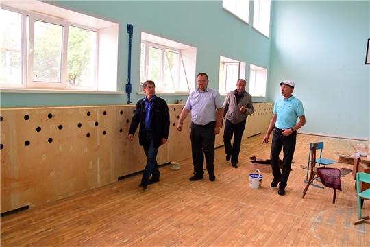 В Новочурашевской средней школе Ибресинского района идет ремонт спортзала