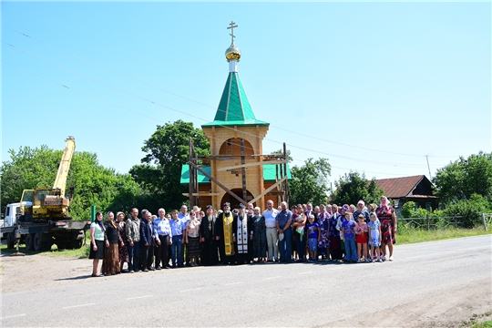 В с.Новое Чурашево Ибресинского района состоялось освящение креста с куполом на колокольне часовни Св. Троицы