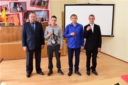 Глава администрации Ибресинского района Сергей Горбунов вручил ключи от квартир детям-сиротам, и детям, оставшимся без попечения родителей